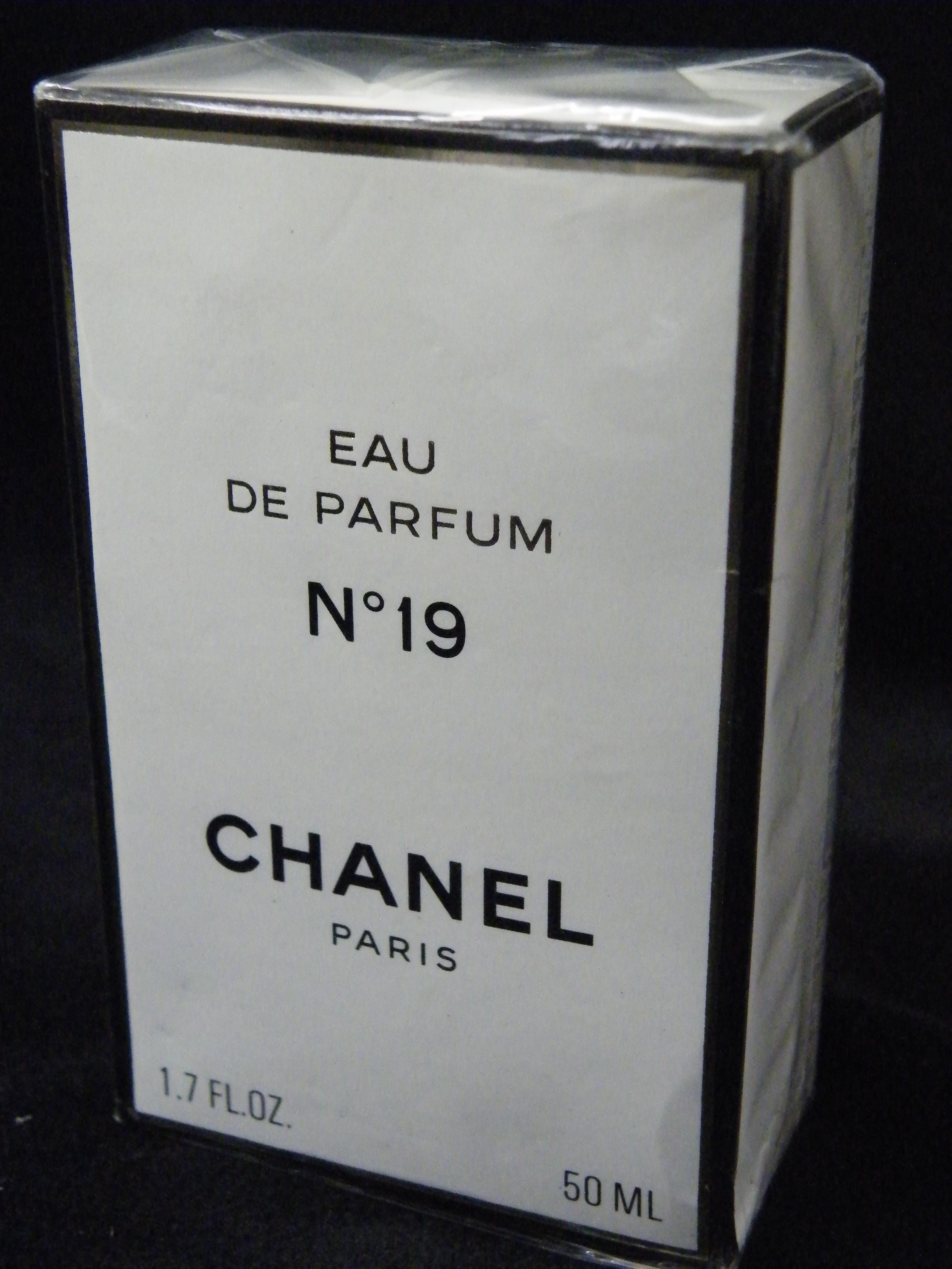 HANELシャネル No19 オードパルファム