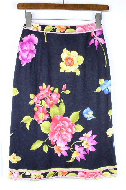 レオナール [ LEONARD ] フラワー フレアー スカート ブラック 黒系 SIZE[64] レディース スカート ボトムス 花柄